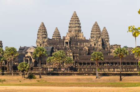 Angkor Wat, part of Khmer temple complex, popular among tourists ancient landmark and place of worship in Southeast Asia. Siem Reap, Cambodia. Stockfoto