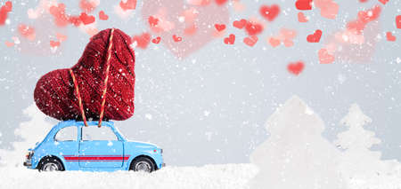 Blue retro toy car delivering heart for Valentine's day on gray background Imagens - 70518409