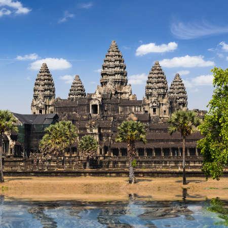 アンコール ・ ワット、クメール寺院の複合体、古代のランドマークを観光客と東南アジアの崇拝の場所の間で人気の部分。シェムリ アップ、カン 写真素材