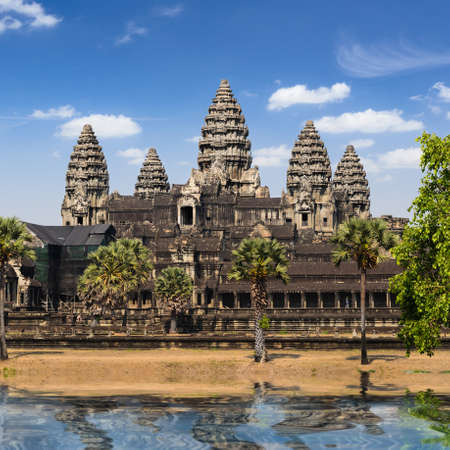 Angkor Wat, part of Khmer temple complex, popular among tourists ancient landmark and place of worship in Southeast Asia. Siem Reap, Cambodia. Banco de Imagens