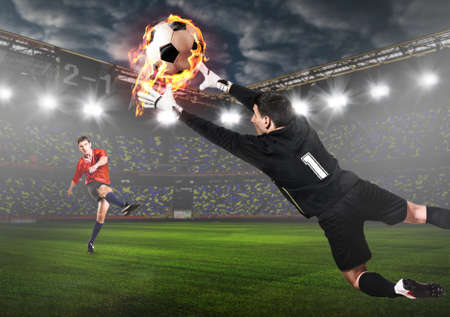 Voetbal of voetbal doelman vangst bal op het stadion Stockfoto - 79098662