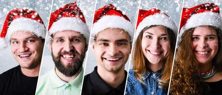 Gruppo di persone che festeggiano il Natale o Capodanno indossando il cappello della Santa Archivio Fotografico - 88396050