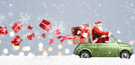 Santa Claus on car delivering Christmas or New Year gifts at snowy gray background 免版税图像 - 91433354