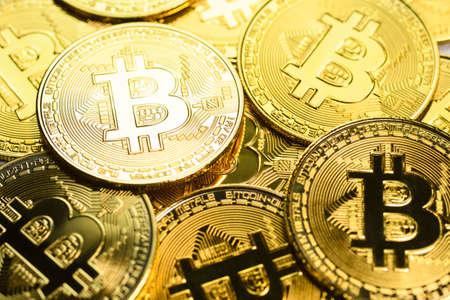 Bitcoin cryptocurrency. Golden coins on laptop keyboard, macro shot 版權商用圖片 - 122780925