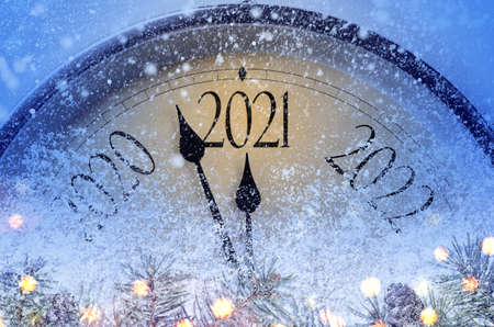 Countdown to midnight. Retro style clock counting last moments before Christmas or New Year 2021. Stockfoto