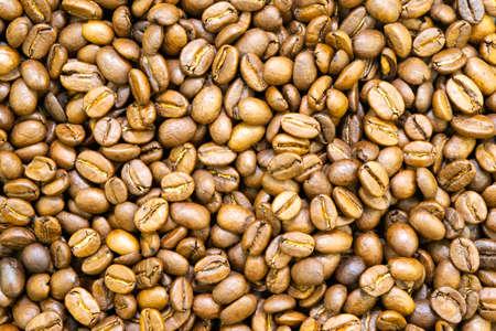 background from whole grains of arabica coffee Foto de archivo - 122730696
