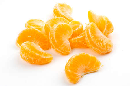 Slices of juicy tangerine isolated on white background Standard-Bild