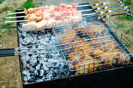 grilled meat on the charcoal grill. Embers smoke ash Zdjęcie Seryjne