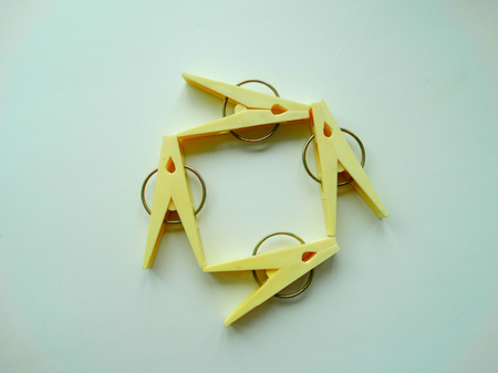 adjuntar: clothespins for clothes housework drying clamp attach Foto de archivo