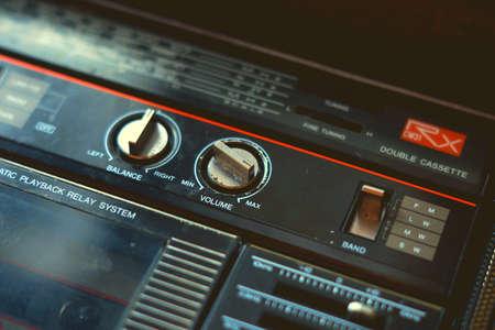 Música reproductor de cassette fondos de pantalla fondo antiguo retro estilo vintage 70s 80s 90s tiempo nostalgia volumen sonido club baile fiesta textura canción escuchar tendencia moda Foto de archivo