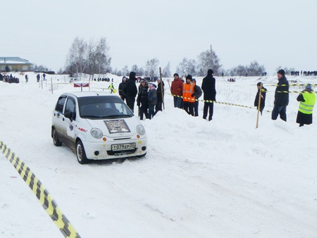 Winter car race on atheletic route