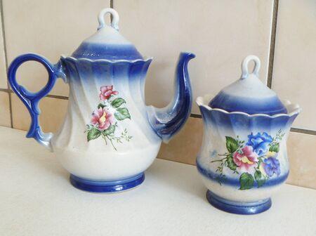 delftware: Piatti di porcellana su cucina