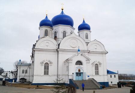 gold en:    REVERENTLY-Bogolyubskiy nunnery in city Bogolyubovo