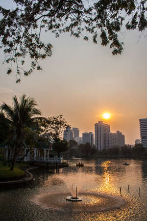 lumpini: Sunset at Lumpini Park, Bangkok