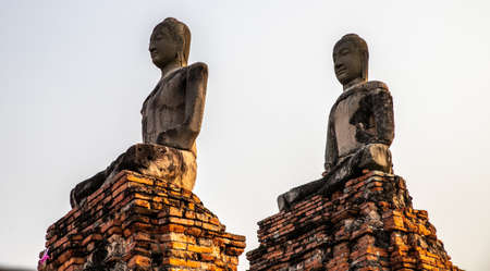 Buddha statues inside Wat Chaiwatthanaram temple in Ayutthaya Historical Park, Thailand Archivio Fotografico