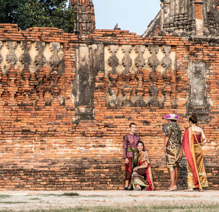 Photoshoot near Wat Chaiwatthanaram temple in Ayutthaya Historical Park, Thailand Imagens - 146914434