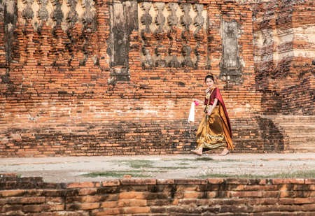 Photoshoot near Wat Chaiwatthanaram temple in Ayutthaya Historical Park, Thailand Imagens - 146914435