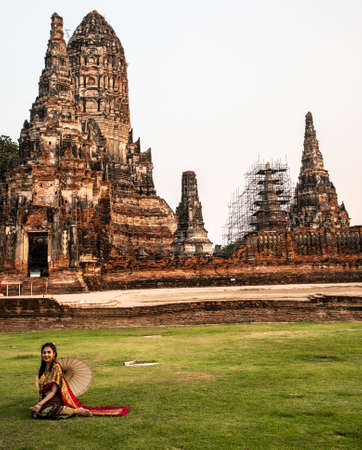 Photoshoot near Wat Chaiwatthanaram temple in Ayutthaya Historical Park, Thailand Imagens - 146914436