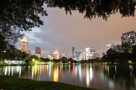Night view of Lumpini park, Bangkok, Thailand Imagens