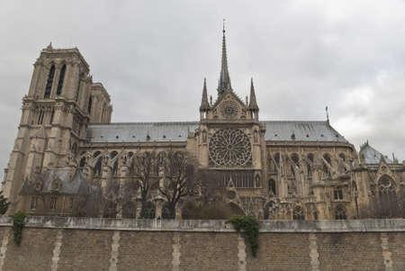 Notre Dame de Paris in winter Stock Photo - 10949748