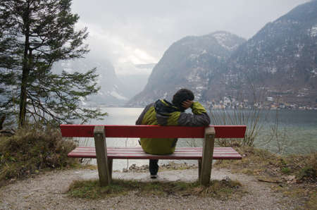 solitudine a Hallstatt in inverno, Austria photo