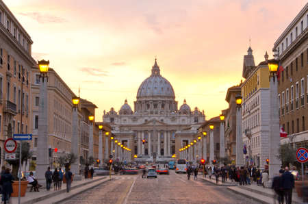 pietro: Front View of Saint Peters Basilica,Vatican