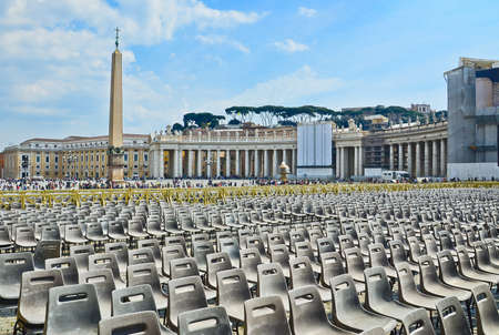 Vatican, Saint Peter's Square Stock Photo - 15281749