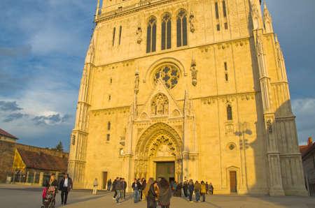 sacral: Zagreb, Kroatië - 18 maart: De kathedraal van Hemelvaart van de Heilige Maagd Maria op 18 maart 2012 in Zagreb, Kroatië. Het is het hoogste sacrale gebouw in Kroatië
