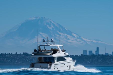 Motor yacht transiting Seattles Shilshole Bay. Stock fotó