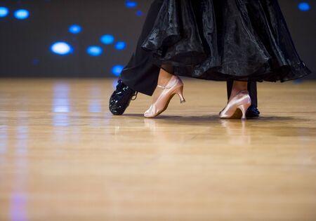 frau und mann tänzer latino internationaler tanz