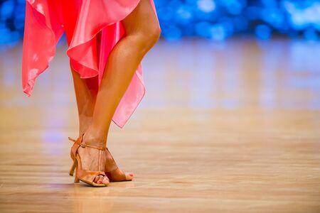 kobieta i mężczyzna tancerz latino międzynarodowy taniec