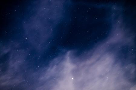 Cielo notturno nero abbondanza di stelle con grande orso