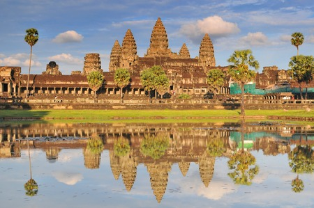 Angkor Wat and reflecting pool, Siem Reap, Cambodia. 免版税图像 - 115231760