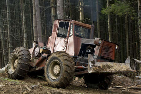 maquinaria pesada: Maquinaria de bosque pesada Mover registros de bosque