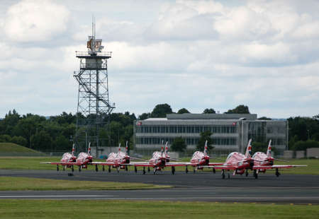 red arrows: Red arrows line up