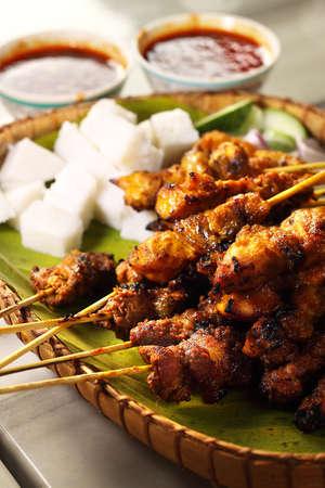 pinchos morunos: Satay (palo de bamb� ensartada carnes asadas) Foto de archivo