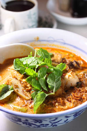 Noodle with curry chicken & peppermint