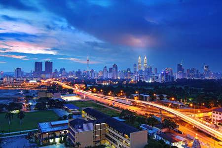 Kuala Lumpur horizonte de la ciudad al atardecer Foto de archivo