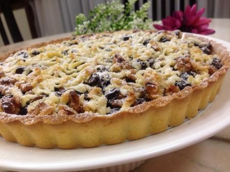 Raisin walnut pie with cheese