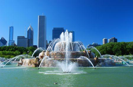 fontana: Vista del centro della citt� di Chicago  Archivio Fotografico