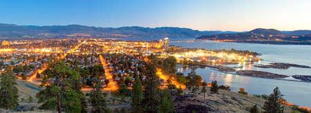 ケローナ、BC、カナダの都市の美しい景色 写真素材