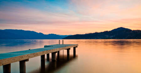 湖オカナガン、BC、カナダの美しいサンセット ビュー