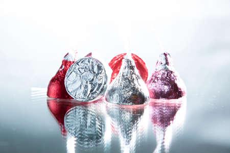 箔巻きチョコレート菓子