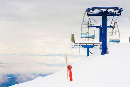 冬の山でリフト