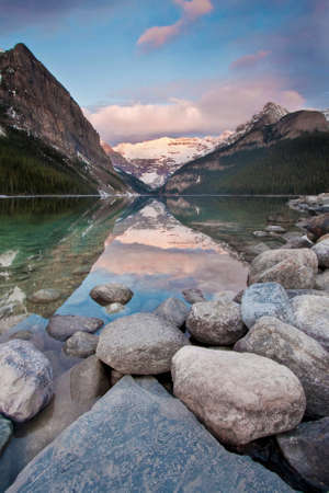 scenic view of lake louise in banff national park 免版税图像