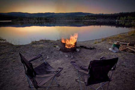 fire pit: campsite fire pit and chairs Stock Photo