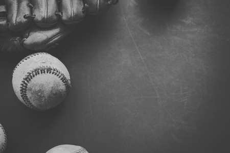 Black and white graphic with copy space of baseball with ball and glove for season. Banque d'images