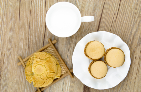 crunchy: Macarons and crunchy cake for breakfast