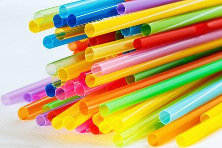multi colour: Multi Color pajas flexibles en el fondo blanco