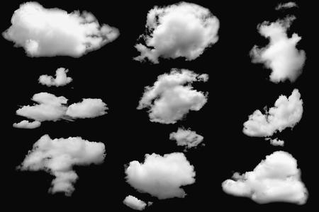 Set di nuvole bianche soffici su elementi isolati neri